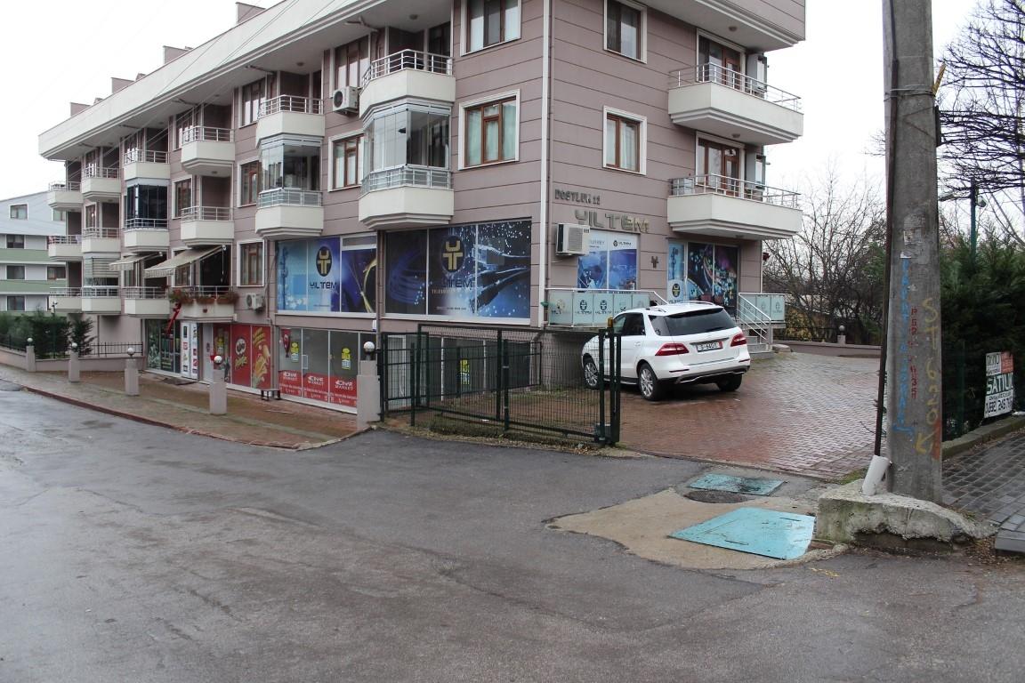 Eskidji'den Plajyolu Mevki E-5 Yan Yolda Kiralık Dükkan,