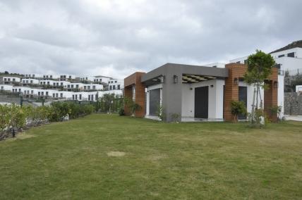 Deniz Manzaralı,geniş Bahçeli Peyzajlı 3+1 Tek Katlı Yeni Villa.