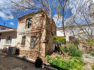 Bozcaada Merkezde Turistik Yatırıma Uygun Satılık Bina Ve Arsa