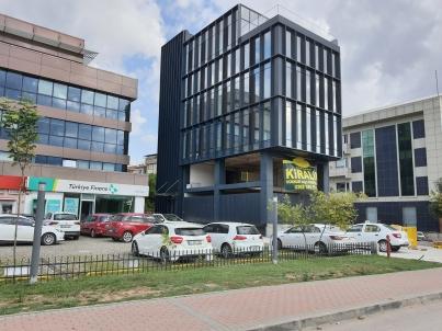 Eskidji'den İzmit Merkez E5 Bankalar Yanı Kurumsal Kiralık Dükkan
